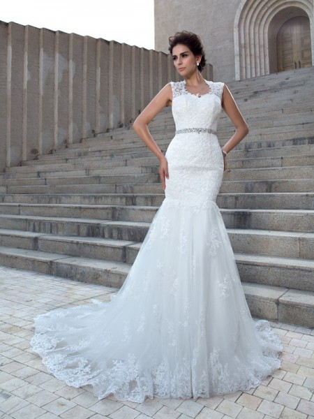Trumpet/Mermaid V-neck Sleeveless Chapel Train Wedding Dress with Lace Applique