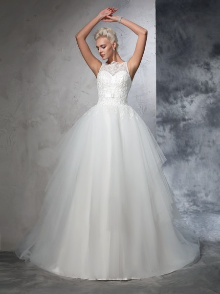 Ball Gown Sleeveless Bateau Net Chapel Train Wedding Dress with Applique
