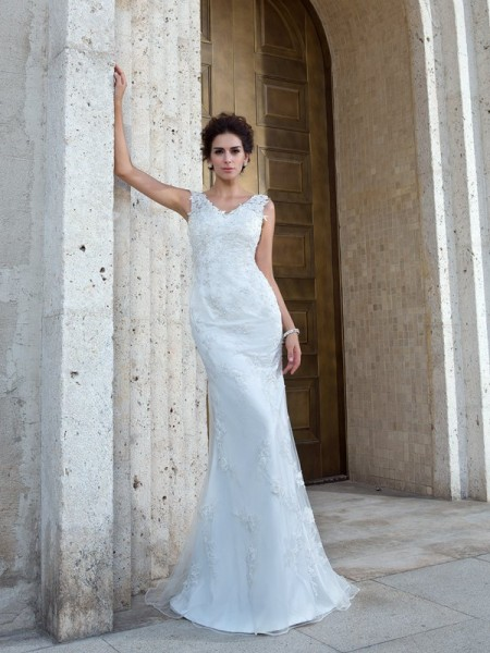 Trumpet/Mermaid V-neck Sleeveless Sweep/Brush Train Net Wedding Dress with Applique