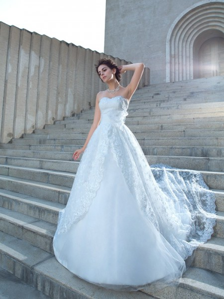 Ball Gown Sleeveless Sweetheart Chapel Train Wedding Dress with Lace with Beading
