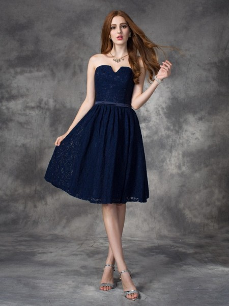 A-line/Princess Sweetheart Sleeveless Knee-Length Bridesmaid Dress with Lace