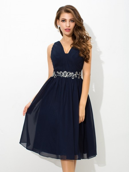 A-Line/Princess Straps Sleeveless Knee-Length Chiffon Cocktail Dress with Beading