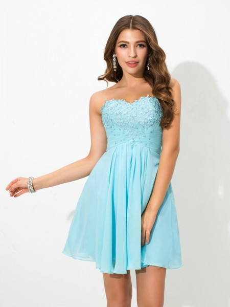 A-Line/Princess Sweetheart Sleeveless Short/Mini Chiffon Cocktail Dress with Beading