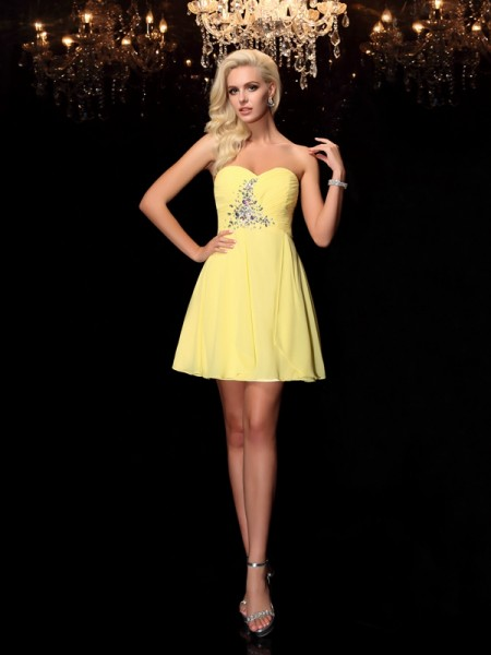 A-line/Princess Sweetheart Sleeveless Short/Mini Chiffon Cocktail Dress with Rhinestone