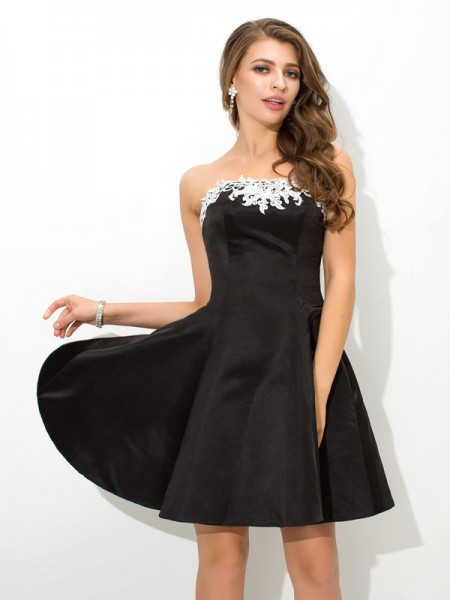 A-Line/Princess Strapless Sleeveless Short/Mini Satin Cocktail Dress with Applique