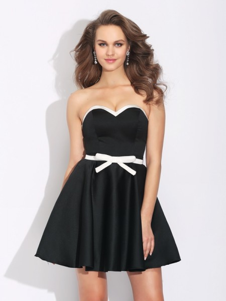 A-Line/Princess Sleeveless Sweetheart Short/Mini Satin Cocktail Dress with Bowknot