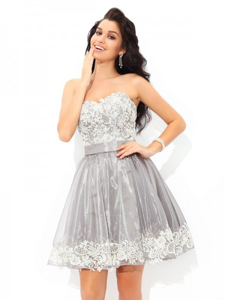 A-Line/Princess Sweetheart Sleeveless Short/Mini Tulle Cocktail Dress with Lace