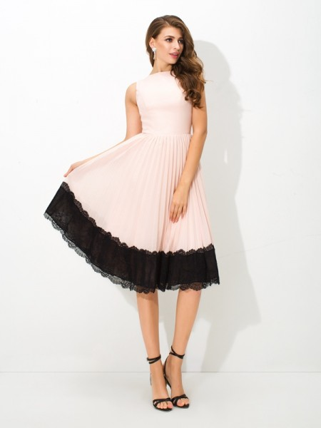 A-Line/Princess High Neck Sleeveless Tea-Length Chiffon Cocktail Dress with Lace