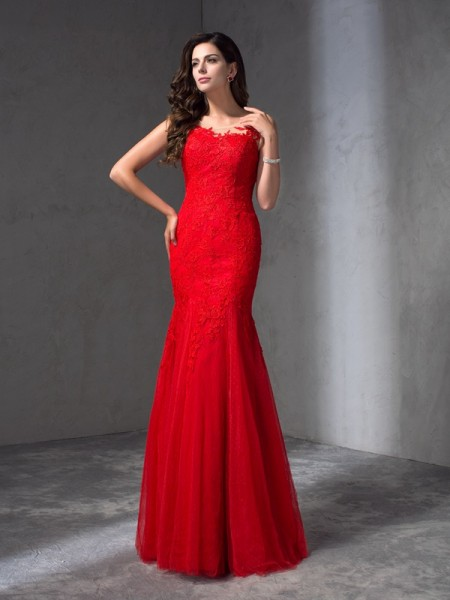 Sheath/Column Scoop Sleeveless Floor-Length Prom Dress with Lace Applique