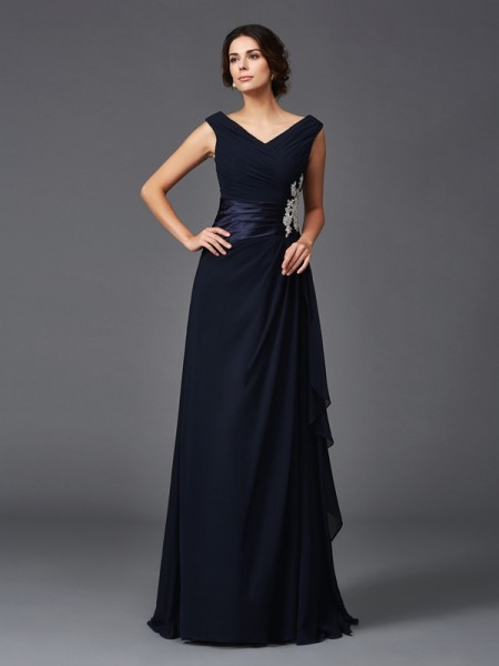 A-Line/Princess V-neck Sleeveless Sweep/Brush Train Chiffon Mother Of The Bride Dress with Applique