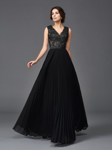 A-Line/Princess V-neck Sleeveless Floor-Length Chiffon Mother Of The Bride Dress with Lace