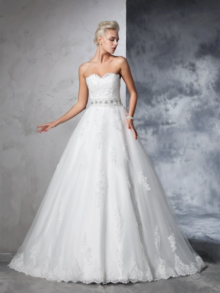 Ball Gown Sweetheart Sleeveless Net Chapel Train Wedding Dress with Applique