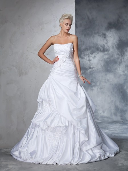 Ball Gown Sleeveless Strapless Satin Chapel Train Wedding Dress with Applique
