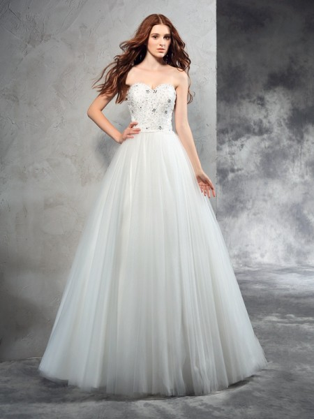 A-Line/Princess Sweetheart Sleeveless Floor-Length Net Wedding Dress with Beading