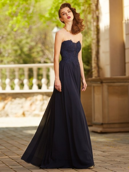 A-Line/Princess Sweetheart Sleeveless Floor-Length Chiffon Dress with Applique
