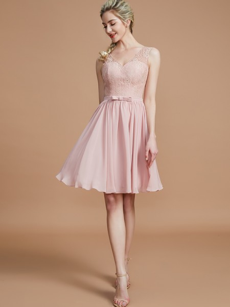 A-Line/Princess V-neck Short/Mini Chiffon Bridesmaid Dresses with Lace