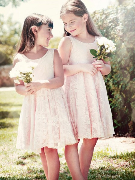 A-Line/Princess Scoop Knee-Length Flower Girl Dresses with Lace with Ruffles