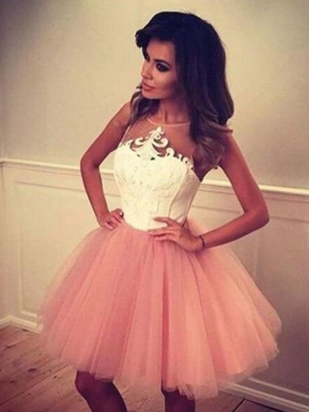 A-Line/Princess Bateau Tulle Short Dresses with Applique