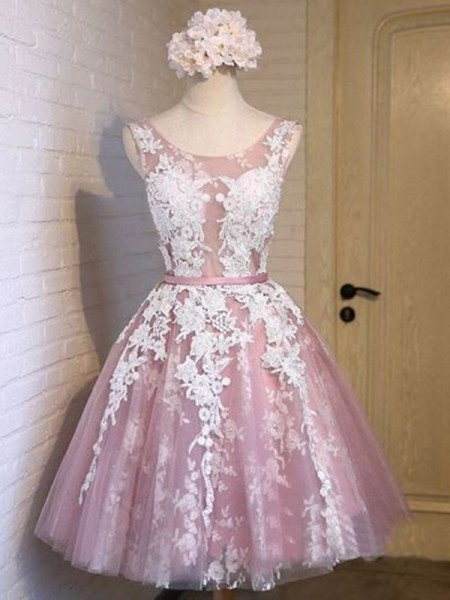 A-Line/Princess Scoop Tulle Short Dresses with Applique