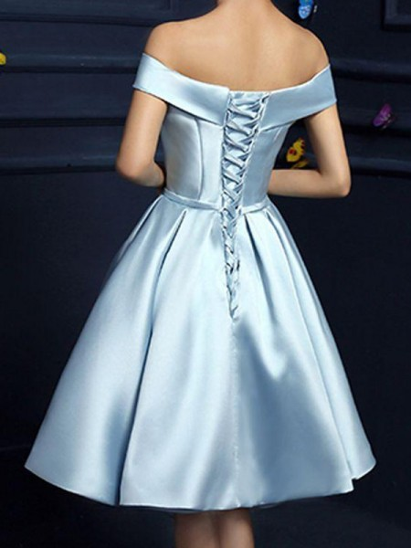 A-Line/Princess Satin Off-the-Shoulder Bowknot Knee-Length Dresses