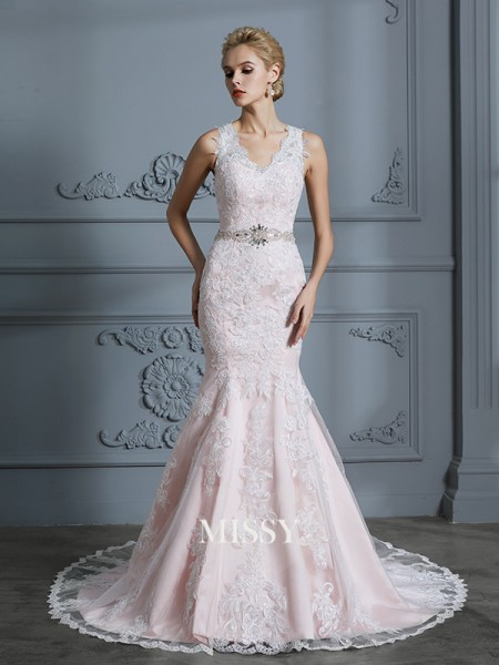 Trumpet/Mermaid V-neck Tulle Court Train Wedding Dresses with Applique