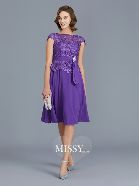 A-Line/Princess Bateau Chiffon Knee-Length Mother of the Bride Dresses with Beading