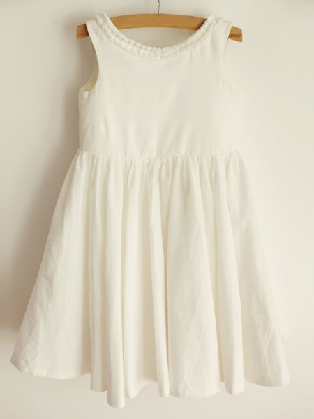 A-Line/Princess Scoop Sleeveless Spandex Knee-Length Flower Girl Dresses with Ruffles