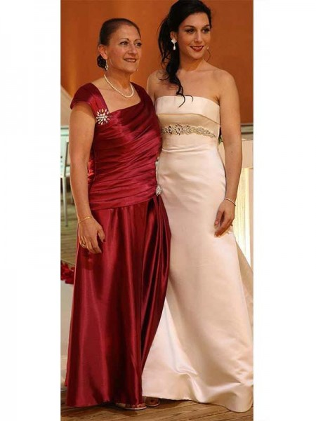 Sheath/Column Straps Floor-Length Satin Mother Of The Bride Dresses with Beading