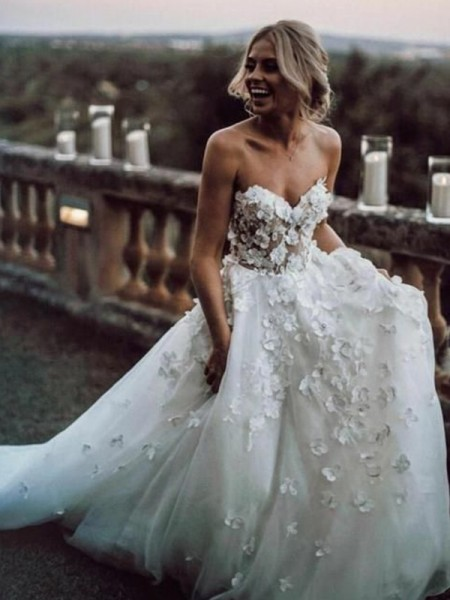 A-Line/Princess Sleeveless Tulle Sweetheart Court Train Wedding Dresses with Applique
