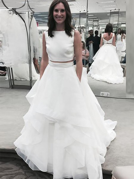 A-Line/Princess Bateau Chiffon Court Train Wedding Dresses