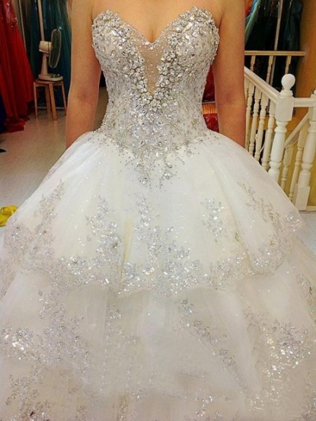 A-line/Princess Sweetheart Floor-length Tulle Wedding Dress with Beading