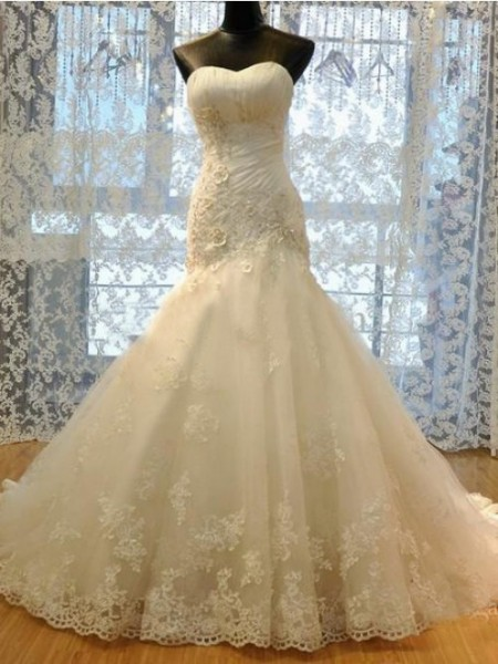 Trumpet/Mermaid Sweetheart Court Train Organza Wedding Dress with Applique