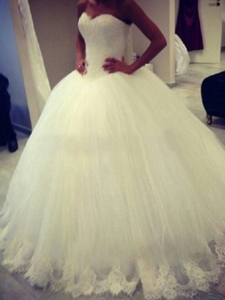 Ball Gown Sweetheart Sweep/Brush Train Organza Wedding Dress with Applique