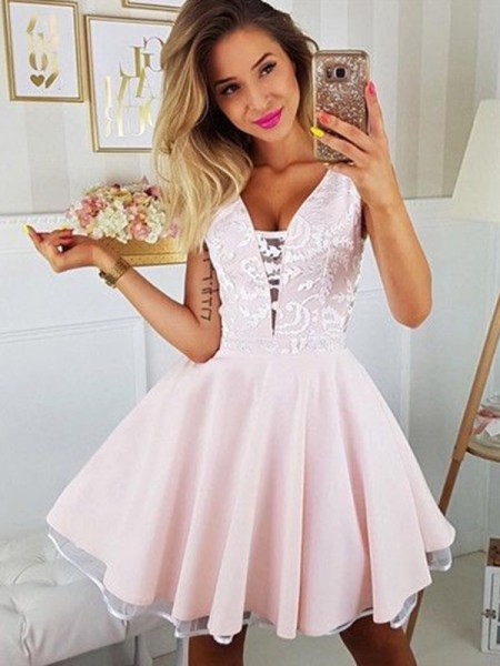 A-Line/Princess Satin V-neck Sleeveless Short/Mini Homecoming Dresses with Applique