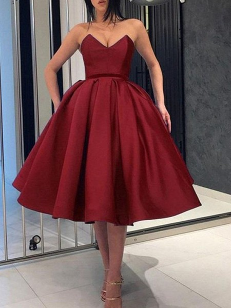 Ball Gown Satin Sweetheart Sleeveless Knee-Length Homecoming Dresses with Ruffles