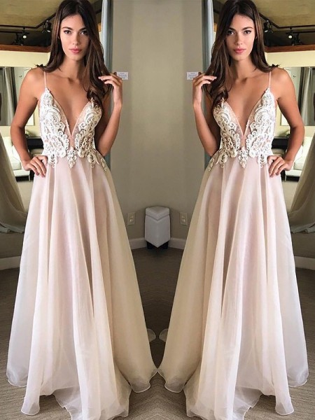A-Line/Princess Spaghetti Straps Sweep/Brush Train Chiffon Dresses with Applique