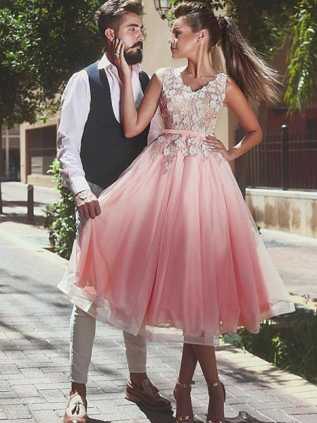 A-Line/Princess V-neck Tea-Length Tulle Dresses with Lace