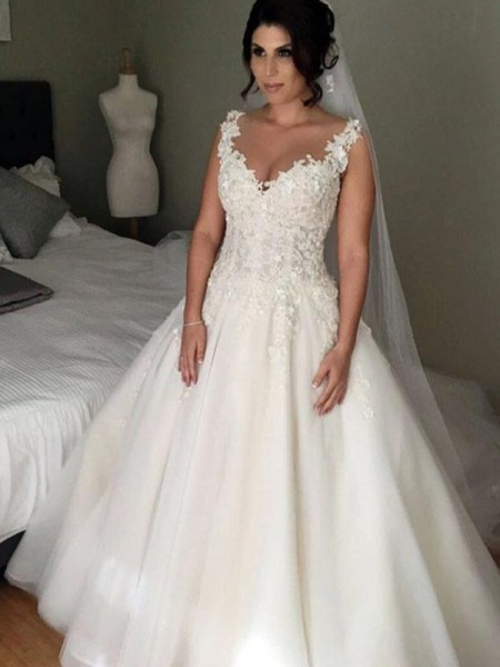 Ball Gown V-neck Court Train Tulle Lace Wedding Dresses with Applique
