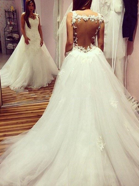 Ball Gown Tulle Sweetheart Chapel Train Wedding Dresses with Applique