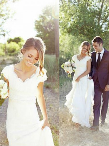 A-Line/Princess Tulle V-neck Sweep/Brush Train Wedding Dresses with Lace