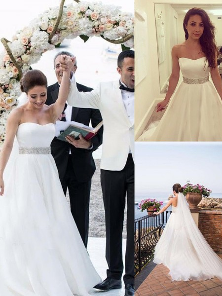 A-Line/Princess Sweetheart Tulle Sweep/Brush Train Wedding Dresses with Beading