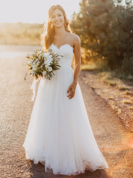 A-Line/Princess Sweetheart Tulle Floor-Length Wedding Dresses with Ruched
