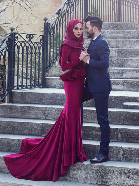 Trumpet/Mermaid Scoop Sweep/Brush Train Velvet Muslim Dresses with Ruffles