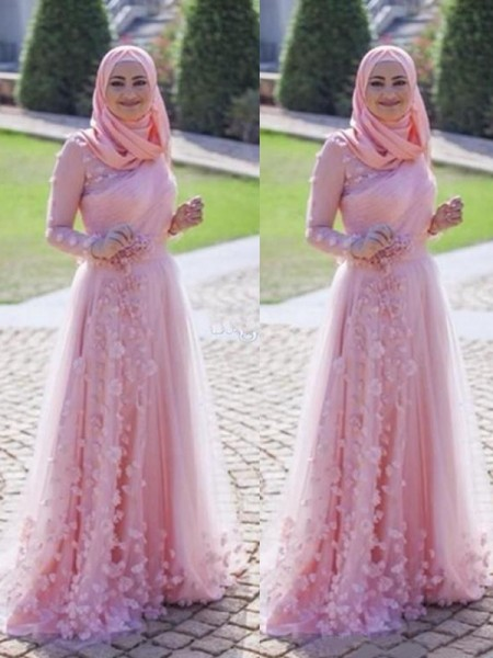 A-Line/Princess Scoop Sweep/Brush Train Tulle Muslim Dresses with Applique