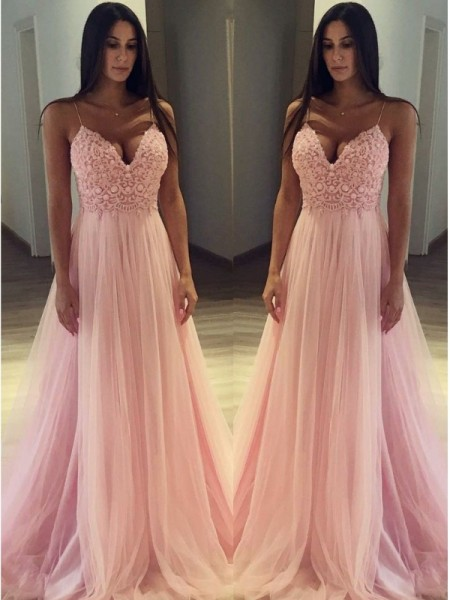 A-Line/Princess Spaghetti Straps Sweep/Brush Train Tulle Dresses with Applique