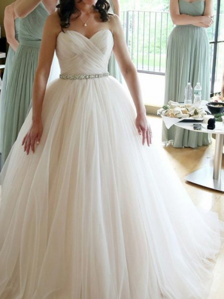 Ball Gown Sweetheart Sleeveless Floor-Length Tulle Wedding Dresses with Beading