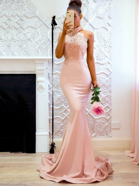 Trumpet/Mermaid Sleeveless Halter Sweep/Brush Train Satin Dresses with Lace