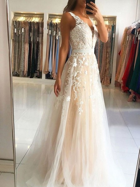 A-Line/Princess V-neck Sleeveless Sweep/Brush Train Tulle Dresses with Applique