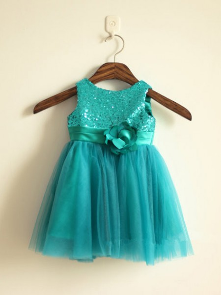 A-line/Princess Scoop Knee-length Tulle Flower Girl Dress with Sequins