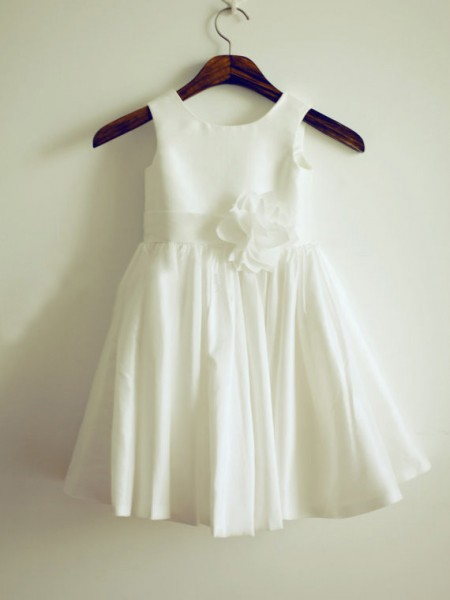 A-line/Princess Jewel Knee-Length Taffeta Flower Girl Dress with Hand-made Flower